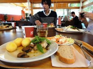 KTHの食堂にて,定食が1000円くらい(学生は750円くらい)