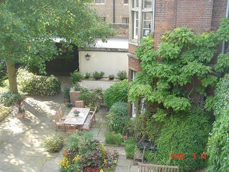Gonville & Caius College の中庭