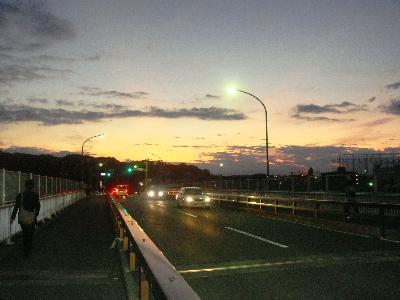 JR新川崎駅から慶大屋矢上台の方向をみる