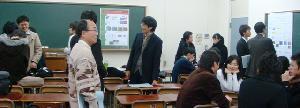 ポスターセッション第2室の様子(担当教員 相吉教授,本多教授,足立教授,田中准教授,矢野助教)