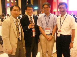 左から三平教授(東京工業大学),大須賀教授,足立,松野教授(京都大学)です。